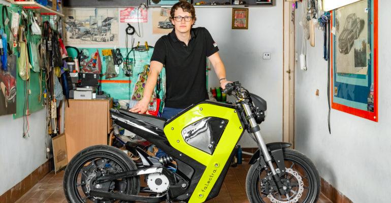 Un designer polonais crée une moto électrique à l'aide de l'impression 3D